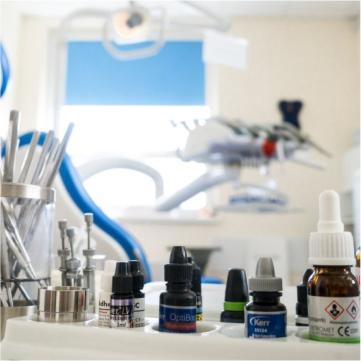 protezy i implanty2